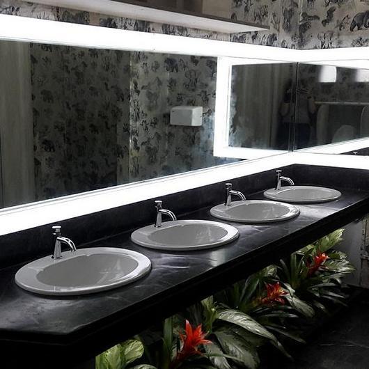 Melamina Vesto en baños - Pabellón de Caza / Arauco