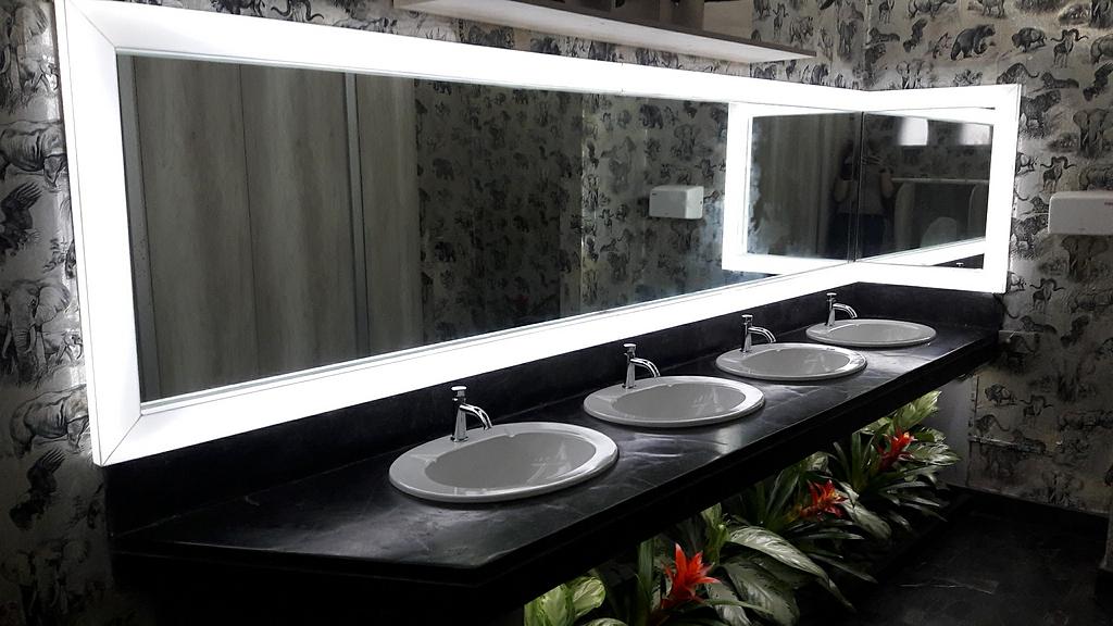 Melamina Vesto en baños - Pabellón de Caza