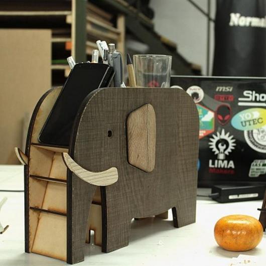 Madera en mobiliario y objetos - Lima Makers / Arauco