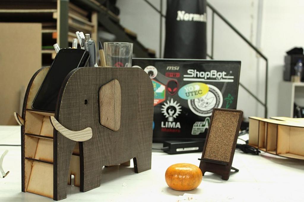 Madera en mobiliario y objetos - Lima Makers