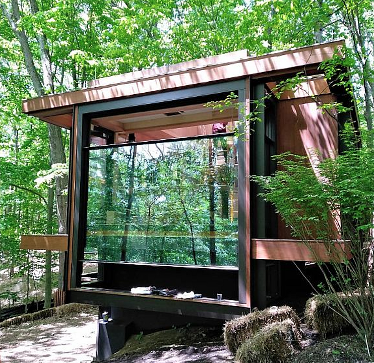 Guillotine Windows in Wooden Cabin