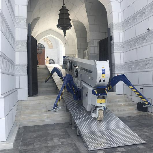 Falcon Spider Lift in Al Ameen Mosque / Falcon Lifts