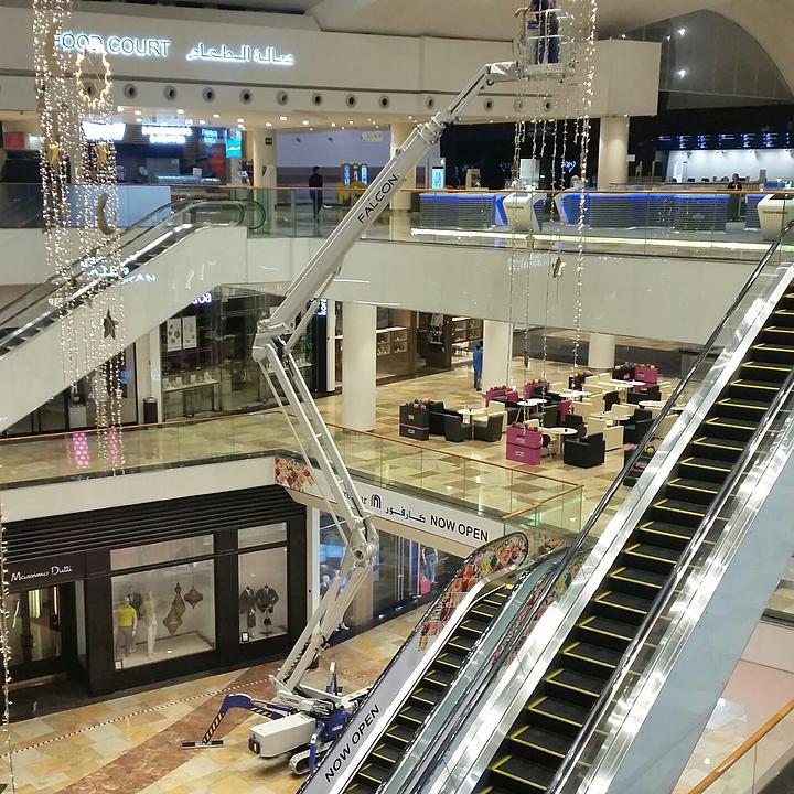 Falcon Spider Lift in Dubai Festival City Mall