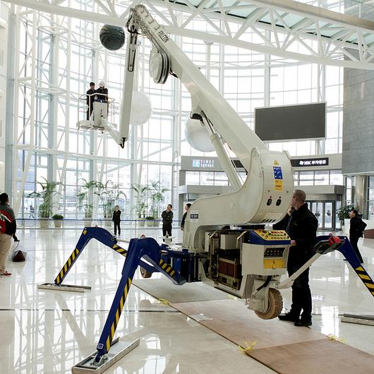 Falcon Spider Lift in Yeongdeungpo Times Square / Falcon Lifts