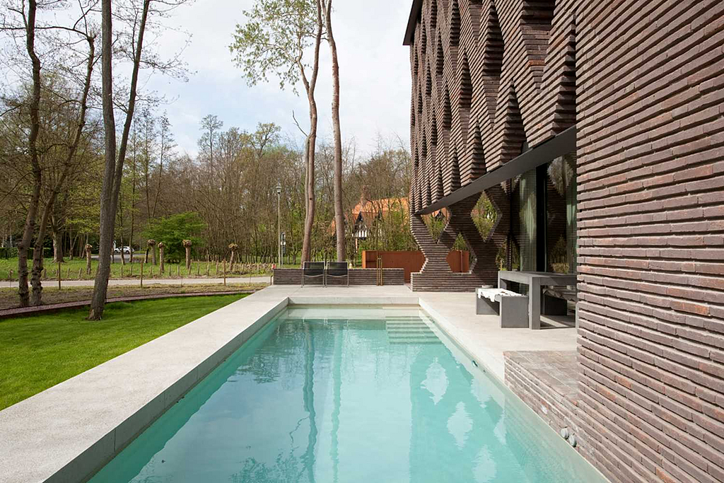 Brick Façade in Villa - Linea 3007