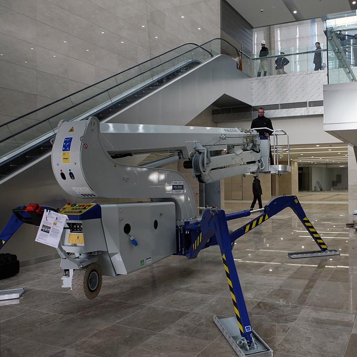 Falcon Spider Lift in Samsung Headquarters