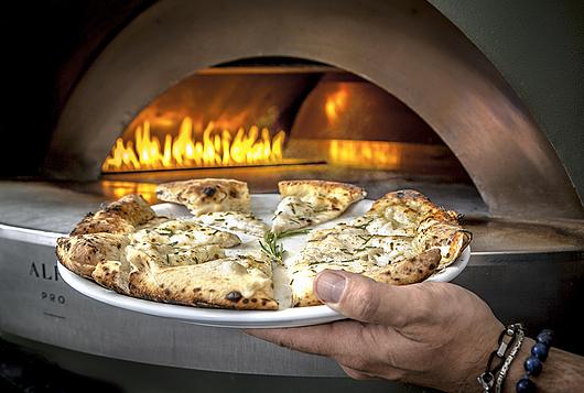 Gasco-Maquipan en Omertá Pizza & Bar