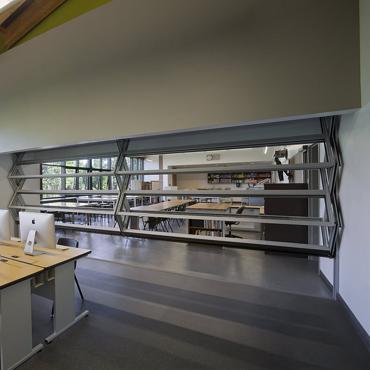 Vertically Folding Operable Walls – Mirage®