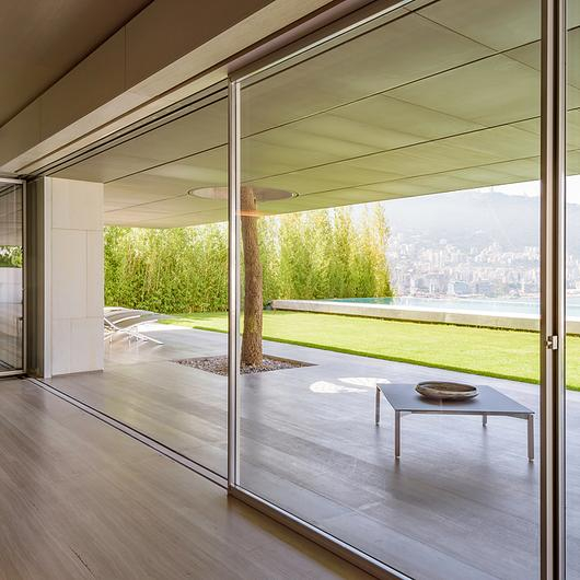 Minimalist Window - Turnable Corner / Vitrocsa