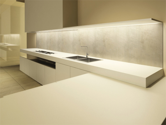 INDEX Kitchen - White Matt Lacquered Doors. Countertop and Backsplash in Okite Quartzite. HPL Stratified Laminate Off-White Peninsula Top - www.minimalusa.com