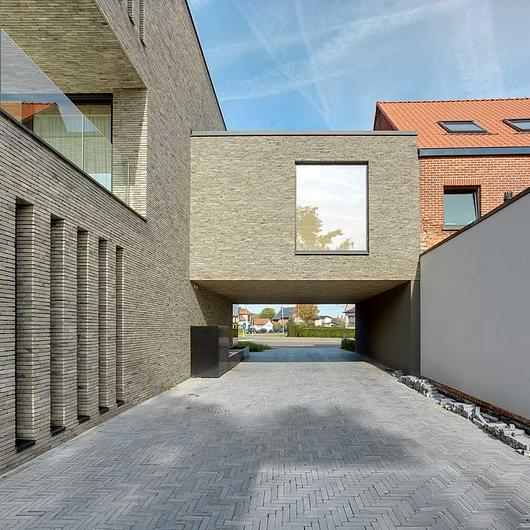 Facing Bricks in Residentie Orion / Vande Moortel
