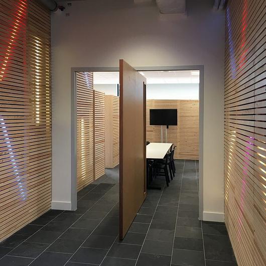 Pivot Hinges for Wooden Pivot Doors / FritsJurgens