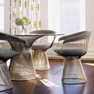 Mobiliario corporativo: Mesas de reunión, mesas de trabajo, estaciones de trabajo