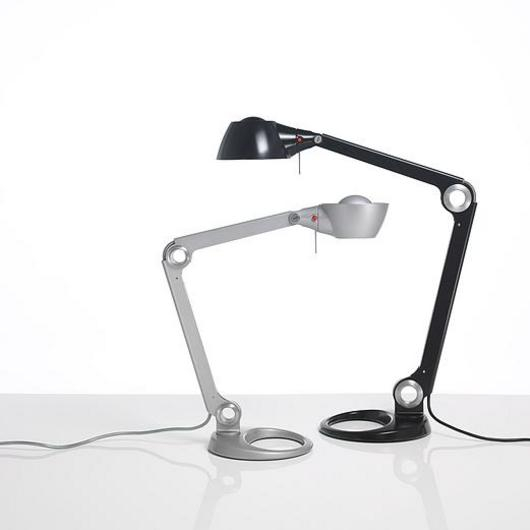 Accesorios corporativos: Conectores, soportes de teclado, lámparas de escritorio, brazos de monitor / Knoll