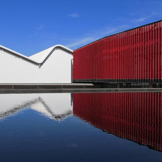 Revestimientos Metálico en el Centro de Producción e Investigación Industrial Carozzi S.A. / Hunter Douglas
