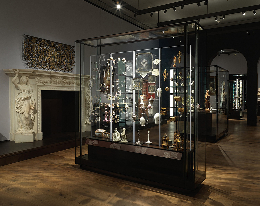Display Cases in the New York Met