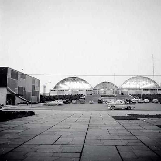 Archivo Jaime Wiedman c. 1960. Muestra costado del cine actualmente en restauración,