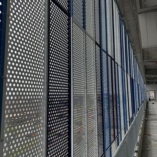 Panel metálico modular en recinto deportivo / Metaldesign