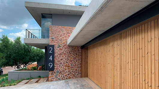 Lunawood | Anthrop Architects - Modern Villa