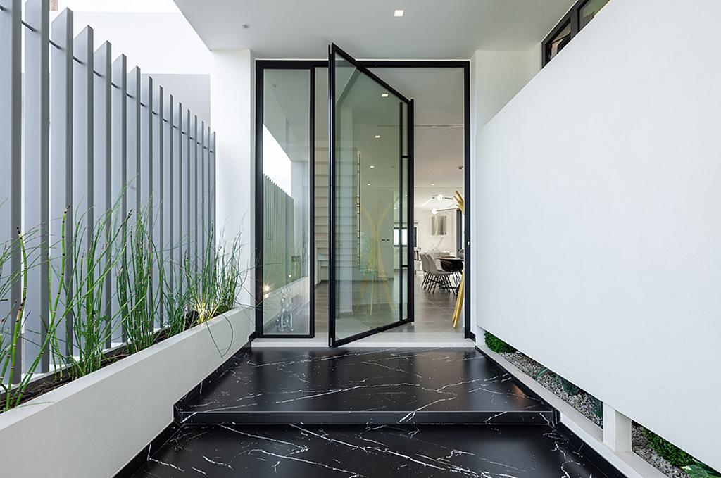 Minimal Glass Pivot Door – Rabel 8700 Slim Super Thermal