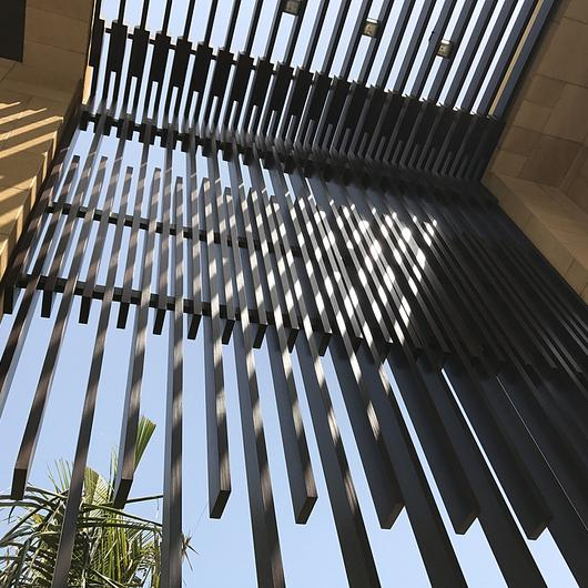 How to Design a Façade with AluProfile Vertical Profiles / Technowood