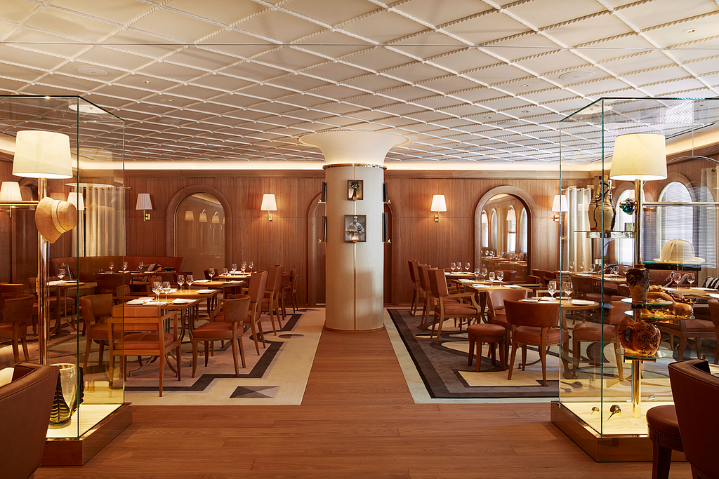 Wood Flooring in L'Avenue Restaurant