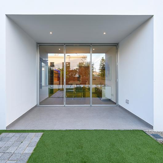 Minimal Folding Door – Rabel 3800 Slim Super Thermal / Rabel Aluminium Systems