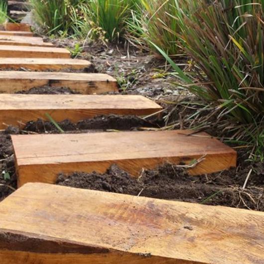 Durmientes de madera / Cerámicas Toro