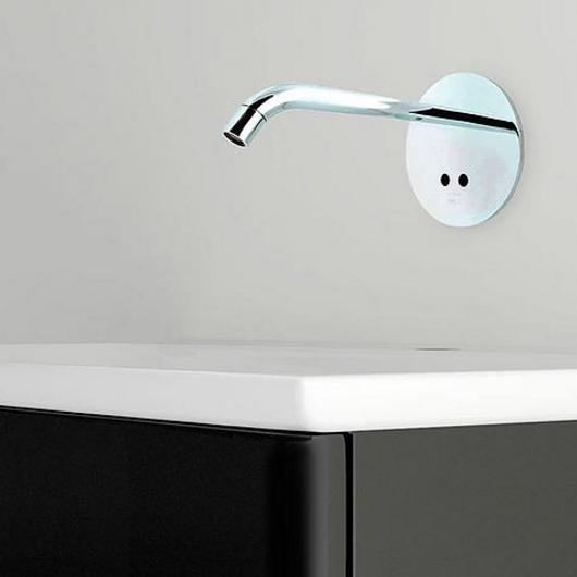 Grifería lavatorio al muro con sensor