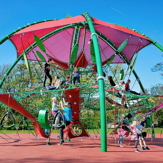 Diseño de parques infantiles: ¿Por qué invertir en equipamiento de calidad? / UrbanPlay
