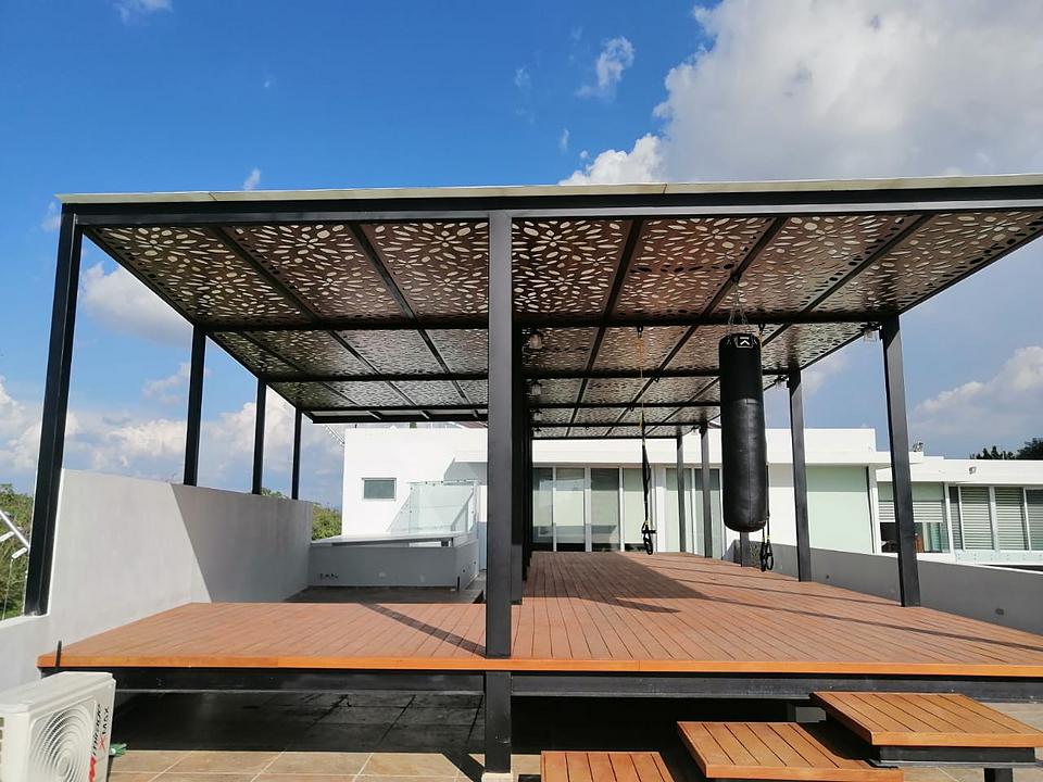 Plafones perforados en terraza