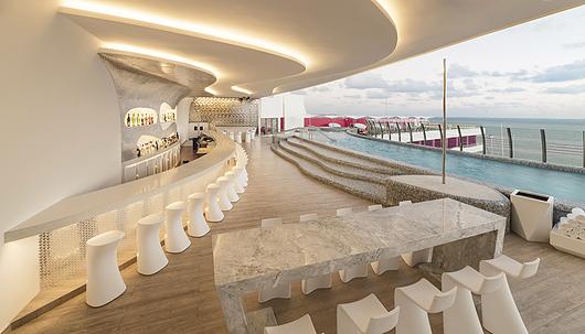 Porcelánicos Royalwood Out en Sky Lounge