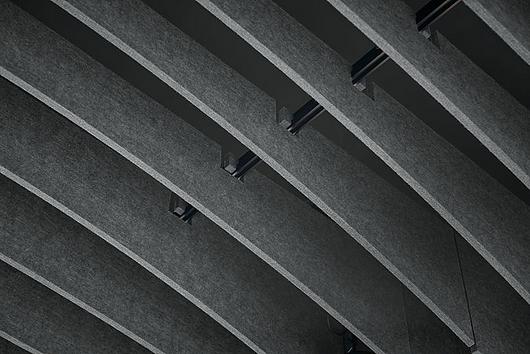 Aplicação | Painéis acústicos de feltro FELTWORKS™ Blades | Armstrong Ceilings