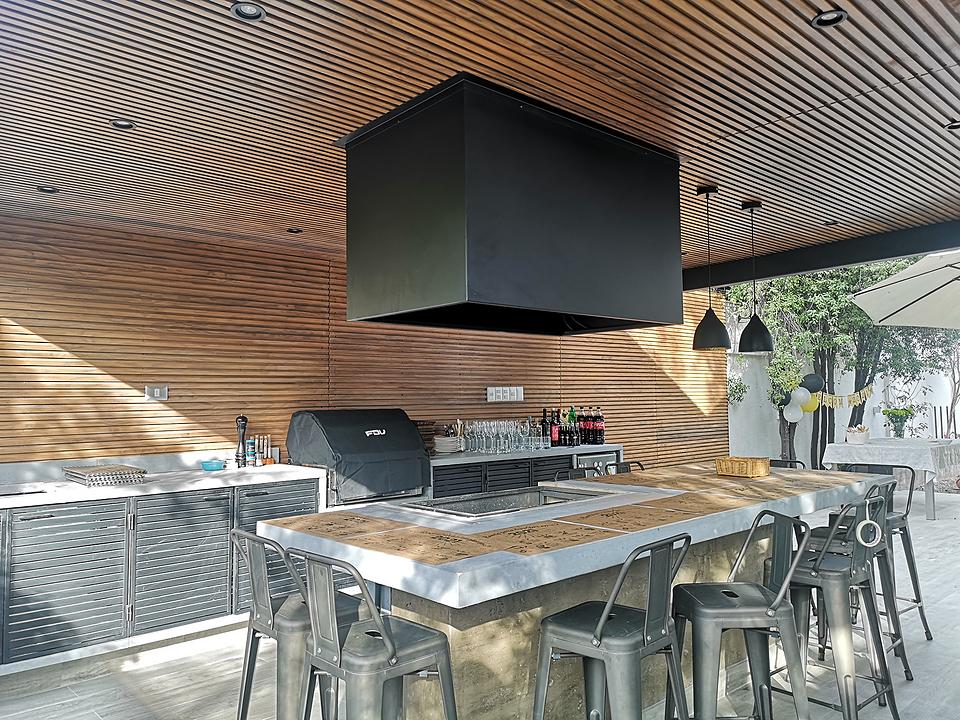 Revestimiento interior de madera termotratada  - Diseño efecto listón