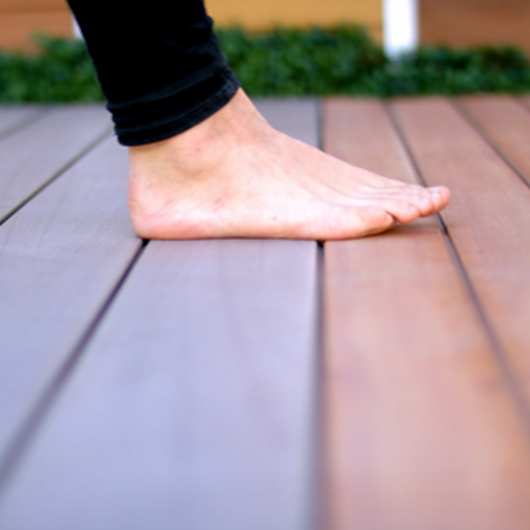 How to Choose a Decking Material for Heat Resistance