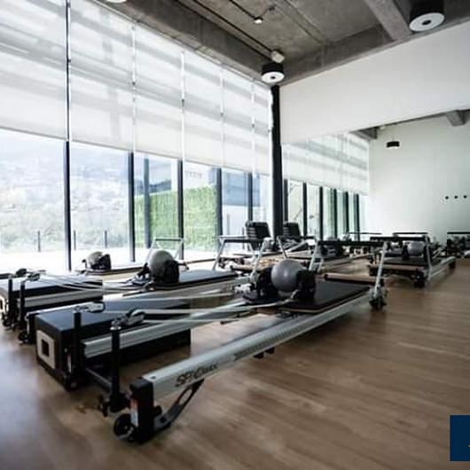 Adhesivos para pisos de vinil, conductivos y alfombras