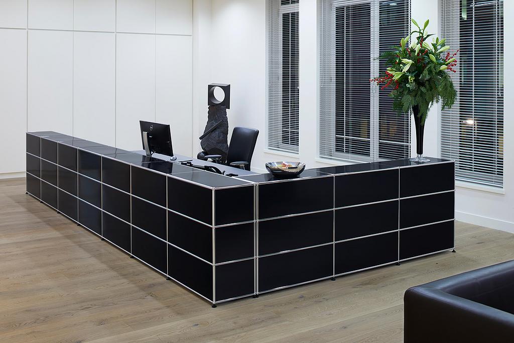Corner Reception Station - Haller