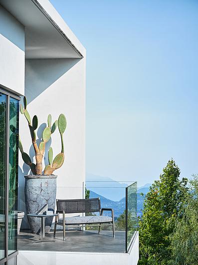 Flexform | Villa Aghe | Photo: Matteo Imbriani | Ortiga Loveseat Sofa