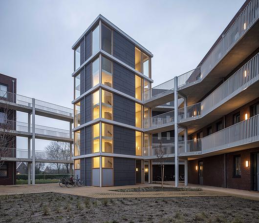 Aplicação TE 85 GRAFITE - Linha Tectiva (EQUITONE) na Torre de Elevadores em Elst (Holanda) - Projeto MAAT Architecten BNA - Frank Knoester