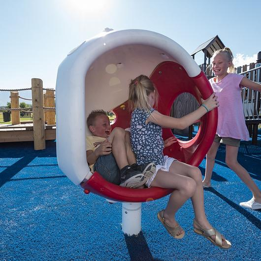 Juegos infantiles inclusivos de movimiento - Spin Cup y Cozy Cocoon / Fahneu