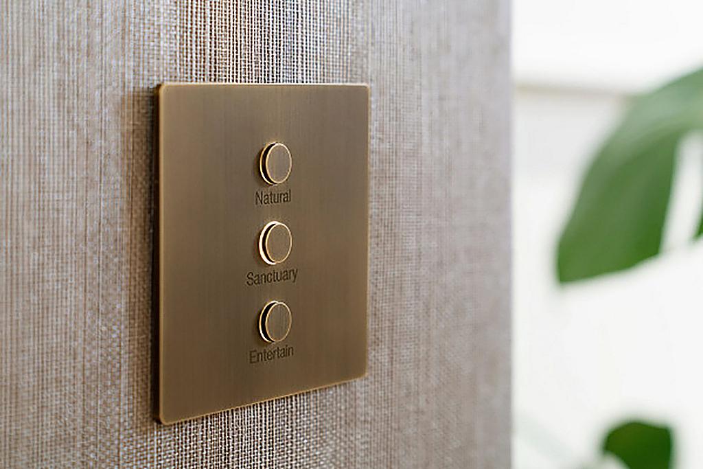 Controle de parede minimalista - Alisse
