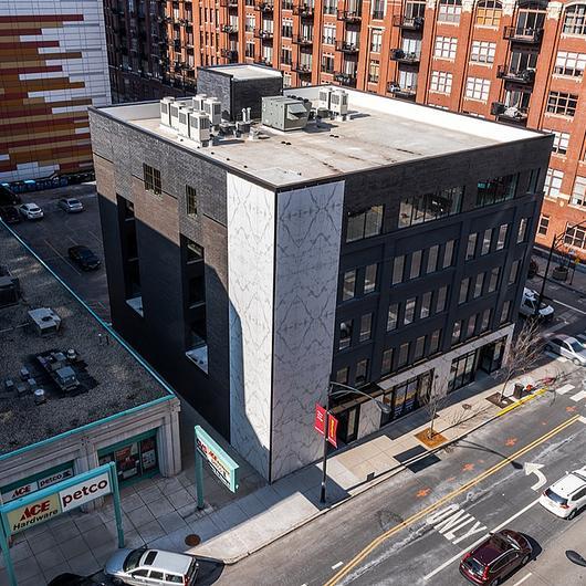 Superfícies  Dekton®  no Chicago 444