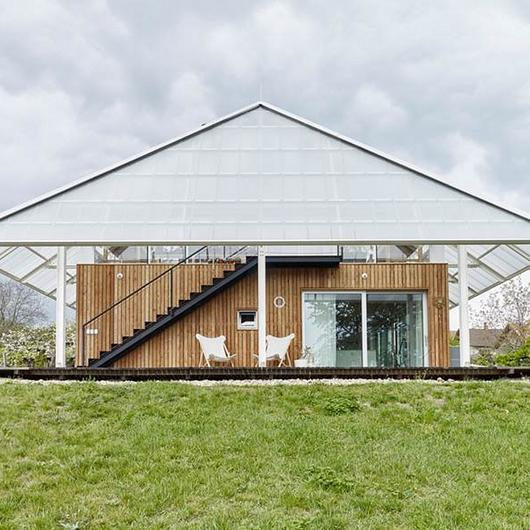 Translucent Building Elements in Rooftop Greenhouse / Rodeca
