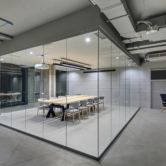 Tabique vidriados y puertas protex
