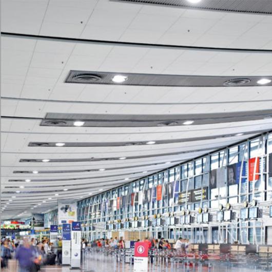 Multipanel F, Techstyle y Baffle en Aeropuerto Arturo Merino Benitez / Hunter Douglas