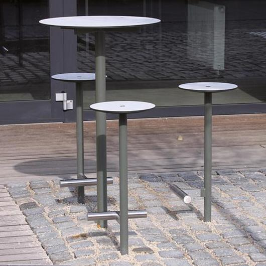 Raised Outdoor Stool and Table - Bistrot / mmcité