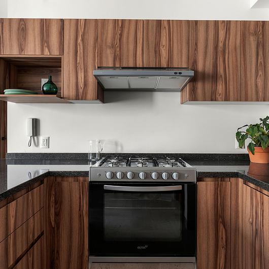 Tableros de melamina en conjunto residencial Mario Colin 52 / Arauco
