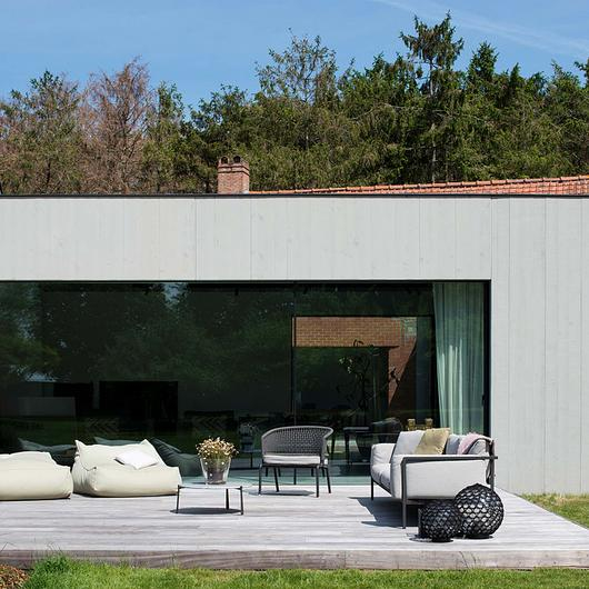 Corner Window in Entourage Residence / Orama Minimal Frames