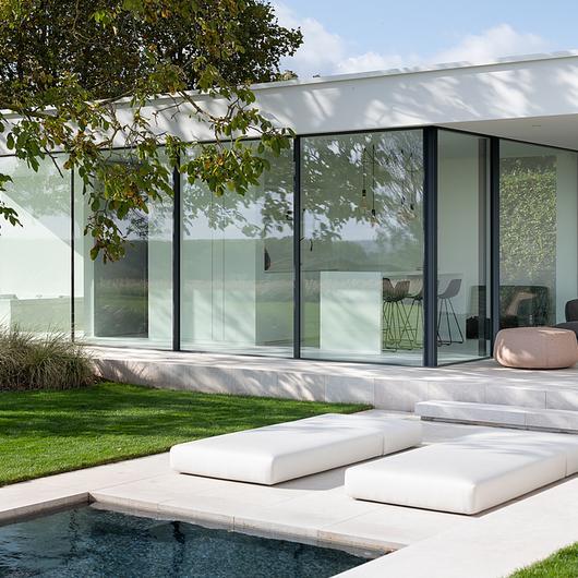 Corner Window in Poolhouse Residence / Orama Minimal Frames