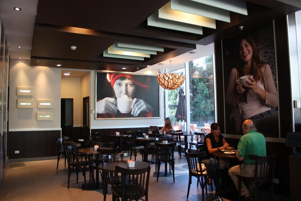 Tableros de Melamina en Cafeterías Tavelli